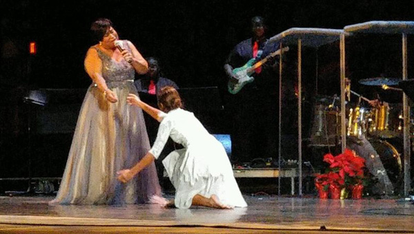 Shelia Jackson performs with dancer Alexus Crooms during her holiday concert.